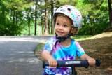 Jonas Jönsson betygsätter bästa cykelhjälmen för barn